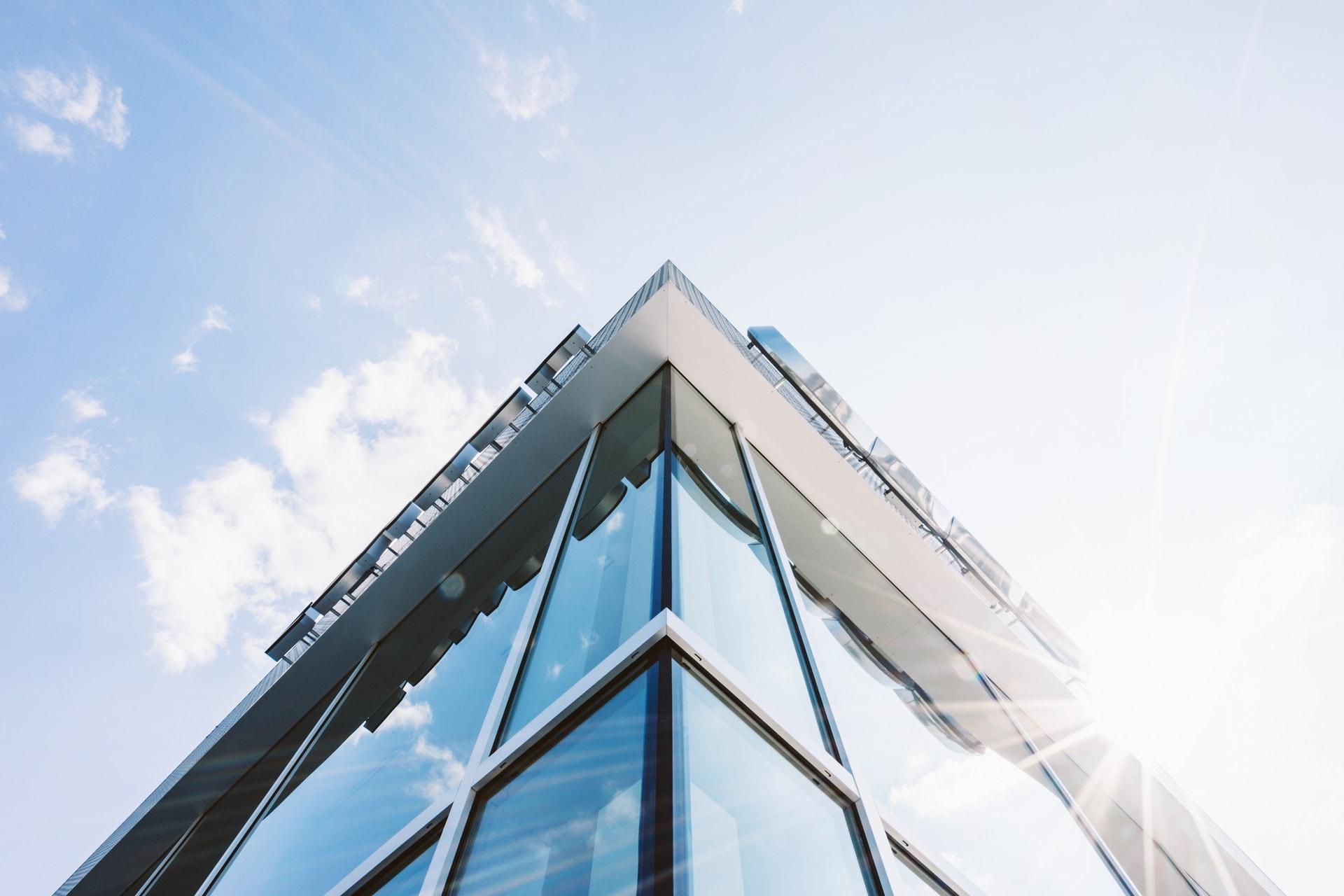 Державна реєстрація права власності у зв'язку з набуттям у власність майна компанією з управління активами
